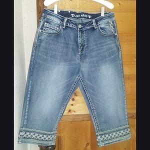 Live Hard/Play Hard Knee Jeans